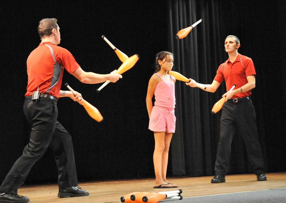 juggling performers